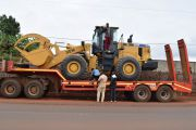 Une pelle chargeuse flambant neuf pour renforcer le parc d'engins de la Mairie de Mbouda